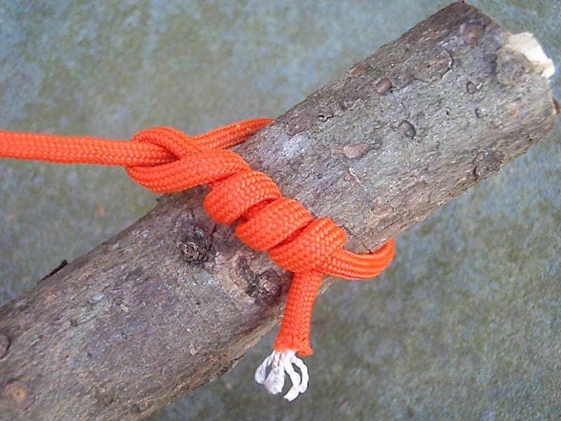 12 - Удавка с полуштыками - Timber Hitch - Как вязать узлы - 20 узлов для выживания, которые нужно знать - Last Day Club