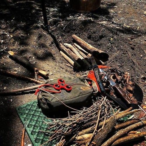 Необходимые для строительства землянки инструменты и материалы
